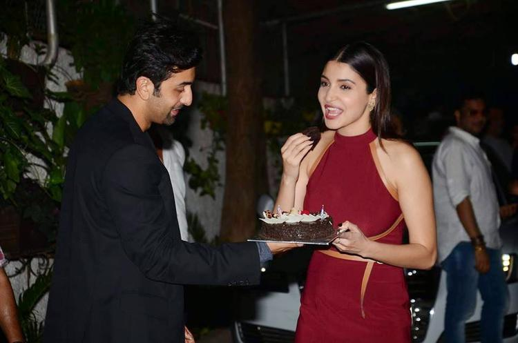 Ranbir Kapoor And Anushka Sharma Shared A Cake During The Screening Of Bombay Velvet