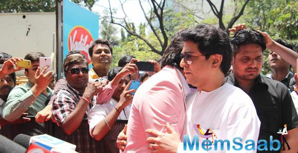 Raj Thackeray And Ritiesh Hug During The Launch Of Globus ProCon Studio