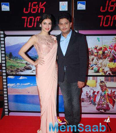 Divya Kumar And Hubby Bhushan Kumar Strike A Pose During J & K Bash To Invite Bollywood To Kashmir