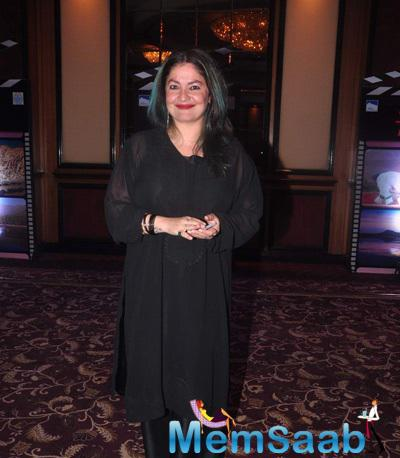 Pooja Bhatt Cool Smiling Pose At J & K Bash To Invite Bollywood To Kashmir