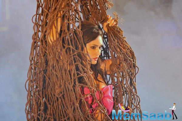 Bruna Abdullah Shoots For A Sizzling Item Number In Robin Hood Ke Potte