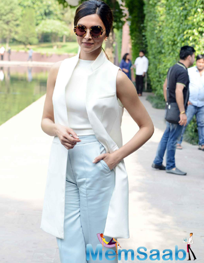 Deepika Padukone Looked Wonderful And Flaunted Her Svelte Figure During Piku Movie Promotion
