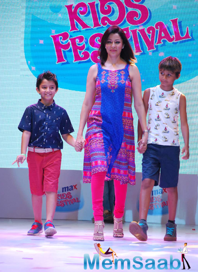 Aditi Gowitrikar Walked On Ramp With Her Kids At Max Kids Fashion Show