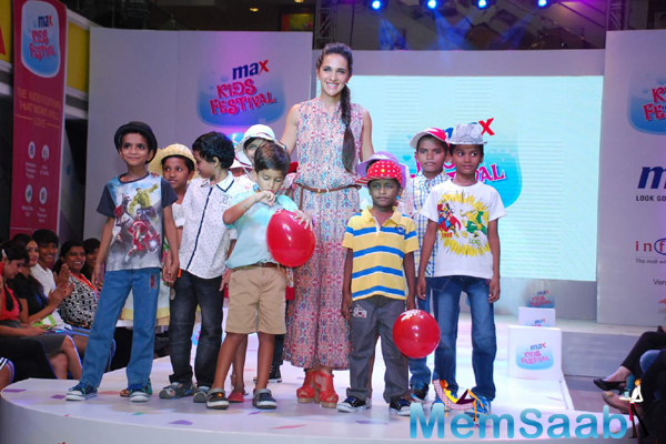 Tara Sharma Walked On Ramp With Kids During Max Kids Fashion Show