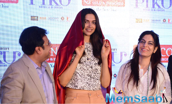 Deepika Padukone Cool Pose During The Promotion Of Piku With Senco Gold Jewelers