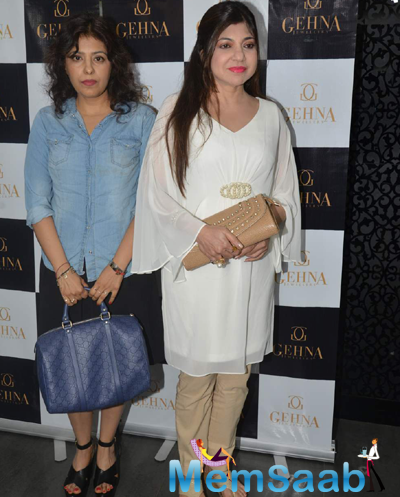 Alka Yagnik Posed During Shaina Nc Collection Launch For Gehna