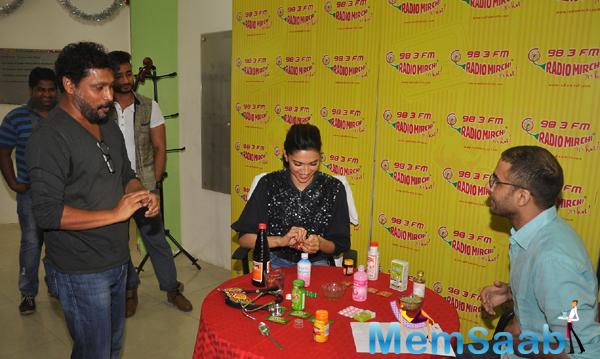 Deepika Padukone' Promotes Piku At Radio Mirchi 98.3 FM Studio
