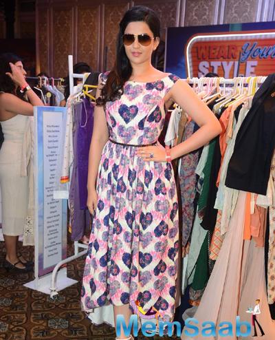 Deeksha Seth Stylish Pose For Camera At Elle Carnival 2015