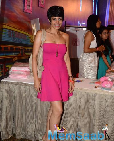Sexy Mandira Bedi Smiling Pose At Elle Carnival 2015