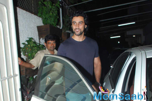Kunal Kapoor Spotted To Watch Piku At Sunny Super Sound