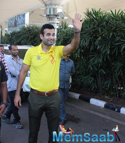 Irfan Pathan Cool Pose For Camera At Mumbai Domestic Airport