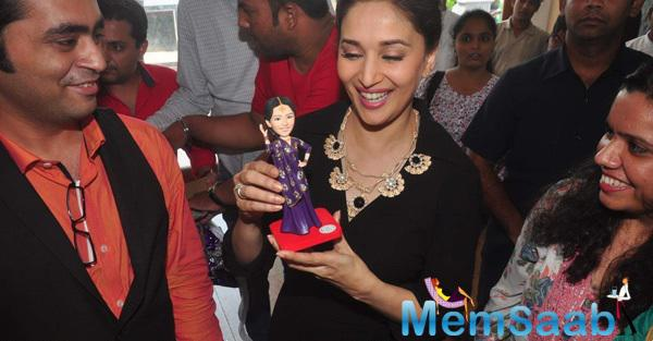 Madhuri Dixit Cool Look During The Launch Of Madhuri Dixit Nene Online Dance Academy Dance With Madhuri
