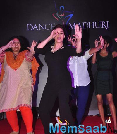 Madhuri Dixit Danced On The Stage With Fans During The Launch Of Madhuri Dixit Nene Online Dance Academy