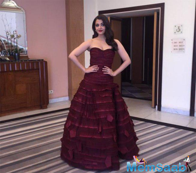 Aishwarya Kept Her Hair In Waves And Wore A Dark Lip Colour That Made Her Look Ethereal