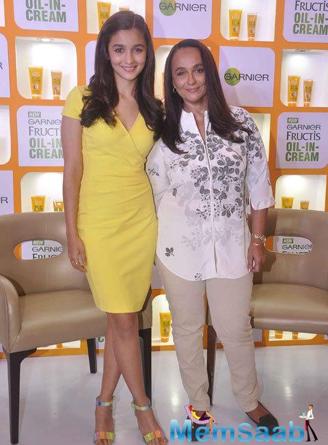 Alia Bhatt Smiling Pose At Garnier Fructis Triple Nutrition Oil In Cream Product Launch