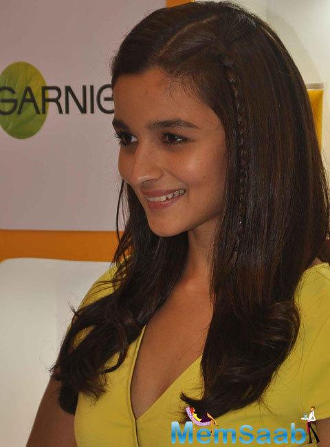 Cute Alia Bhatt Charming Look During The Launch Of Garnier Fructis