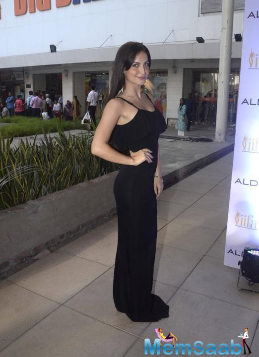 Elli Avram  At Aldo – IIFA 2015 Tie Up Promotional Event In Mumbai