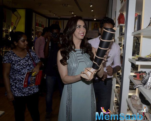 Lauren Gottlieb Picked Her Shoe At Aldo- Iifa 2015 Promotional Event