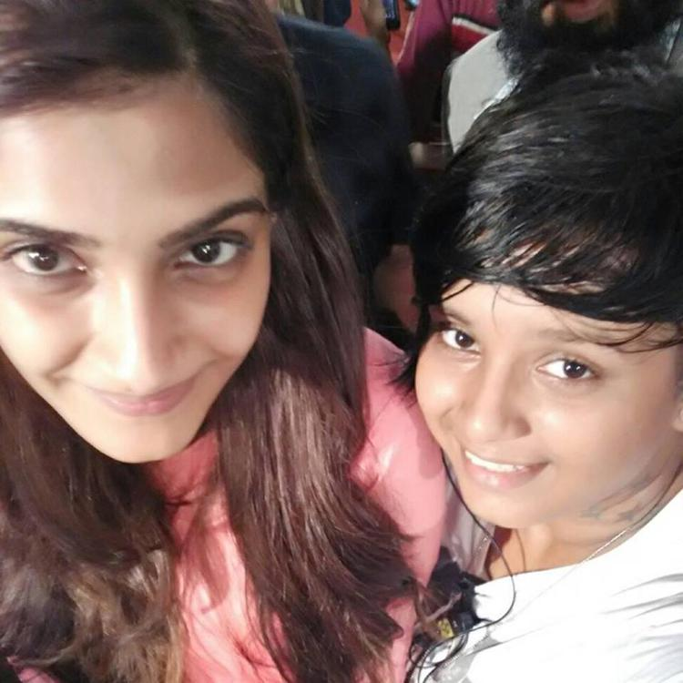 Sonam Kapoor Cute Smiling Look With A Kid On The Sets Of Her Upcoming Movie Neerja