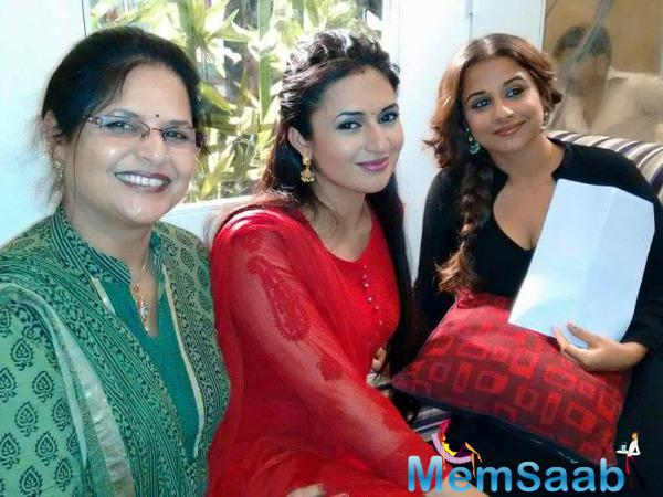 Divyanka Tripathi And Vidya Balan Cool Pose On The Sets Of TV Serial Ye Hai Mohabbatein