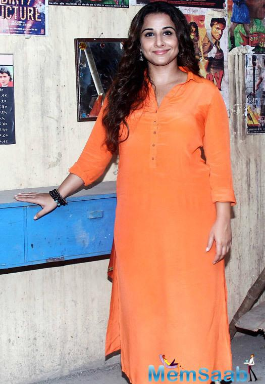 Vidya Balan Cool Smiling Pose On The Sets Of Tere Sheher Mein During The Promotion Of Hamari Adhuri Kahani