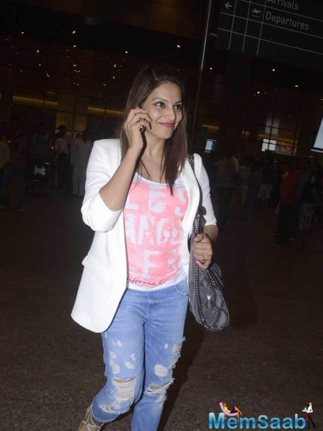 Bipasha Basu Looked Gorgeous As Always In Ripped Denims, Teamed With Pink