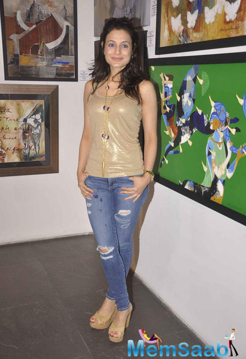 Ameesha Patel Glamour Look At CPAA Art Exhibition 2015