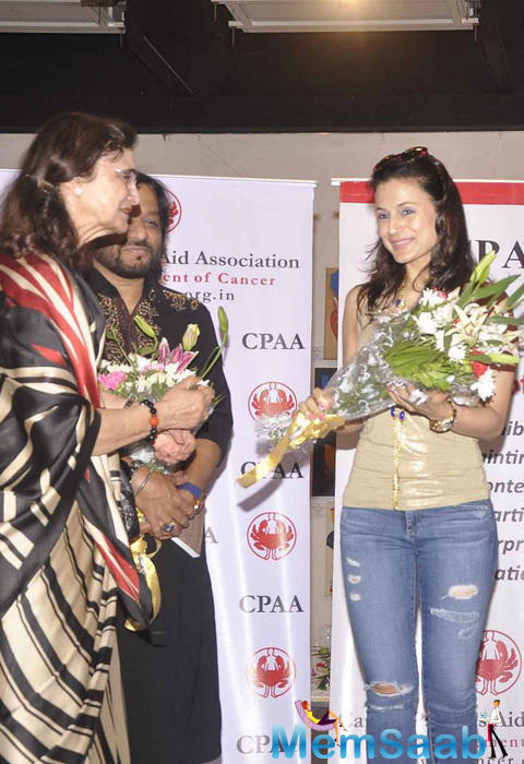 Ameesha Patel Received A Warm Welcome At CPAA Art Exhibition 2015