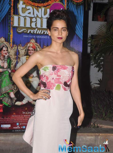 Kangana Ranaut In Strapless Dress Hot Look At The Success Bash Of Tanu Weds Manu Returns