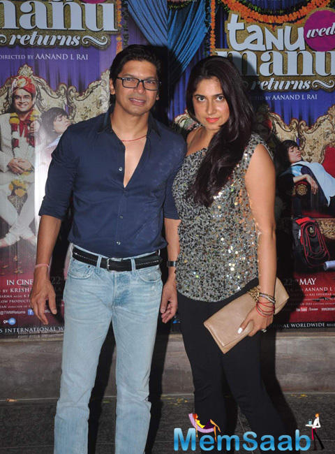 Shaan Posed With Wife During The Success Bash Of Tanu Weds Manu Returns