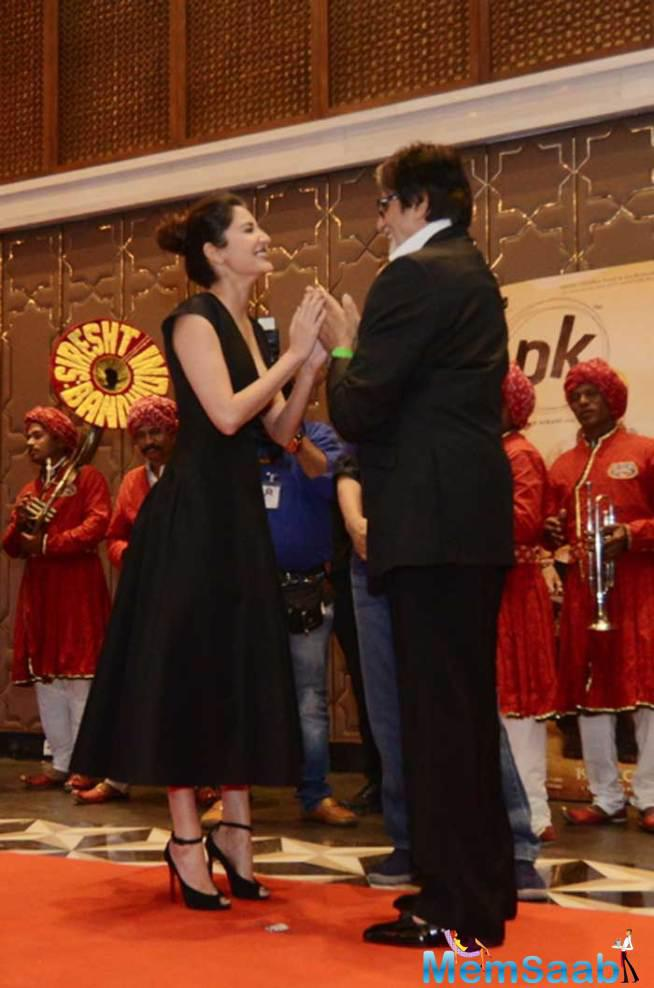 Amitabh Greets Anushka, Anushka Played The Role Of A Young And Principled Journalist In The Movie