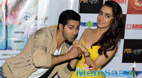 Varun Dhawan And Shraddha Kapoor Cool Romantic Pose During The Promotion Of ABCD 2 In Gurgaon
