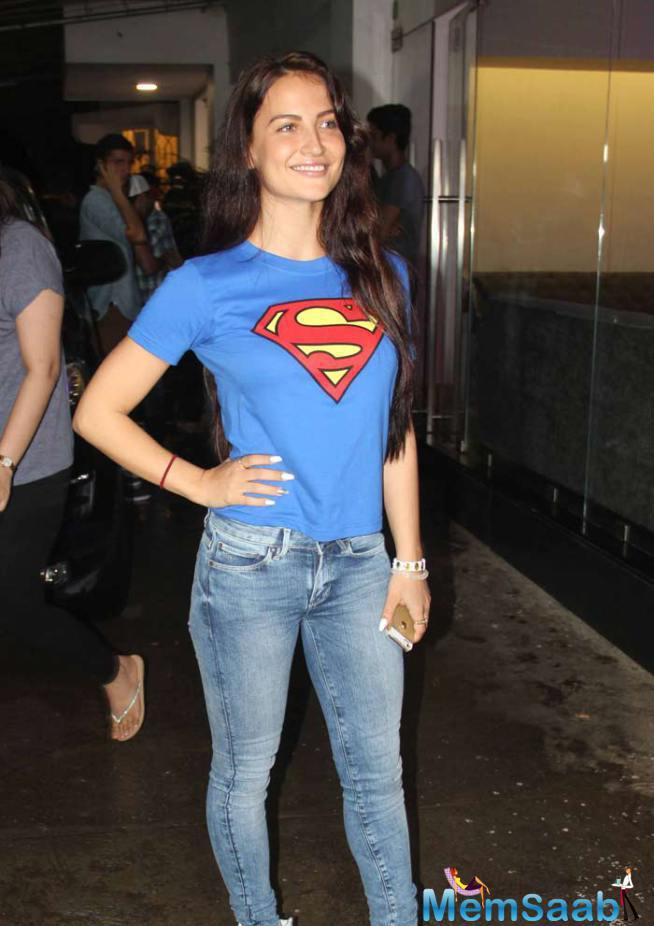 Former 'Bigg Boss' Contestant And Actress Elli Avram Looked Pretty At The Screening