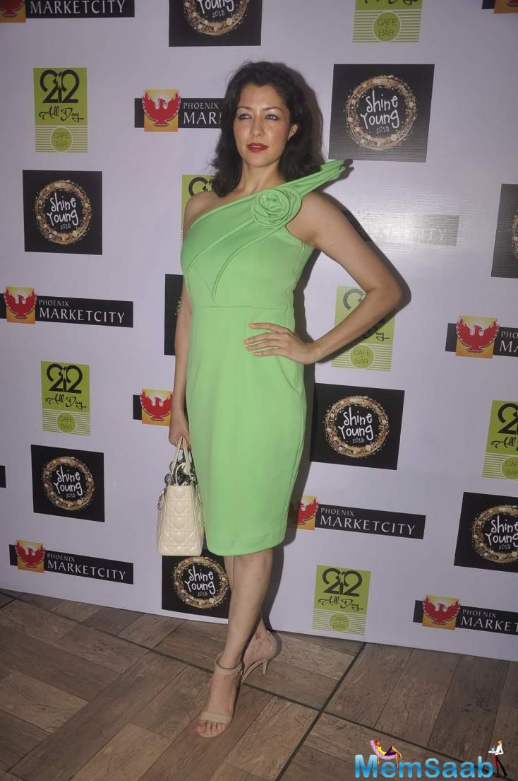 Aditi Gowitrikar Strikes A Pose At Shine Young 2015