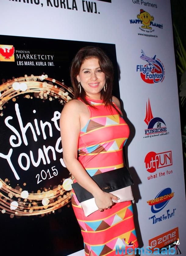 Smiling Amrita Raichand Stunning Look At Shine Young 2015
