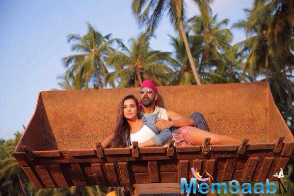 Akshay And Amy On The Sets Of Singh is Bling