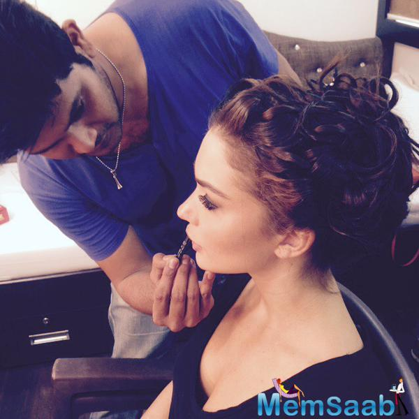 Amy Jackson Make Up Sting During The Shooting Sets Of Singh Is Bling