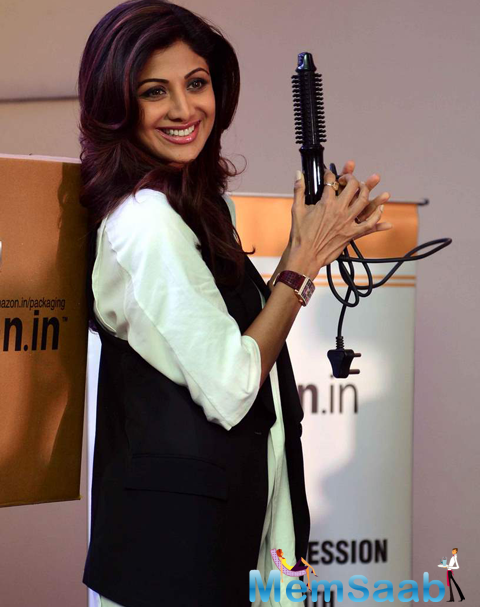 Shilpa Shetty Cool Charming Smiling Look At Amazon.In