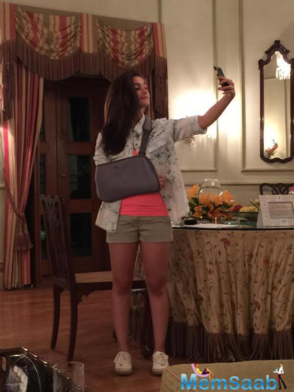 Alia Bhatt Click A Selfie During Her Vacation At Hydrabad