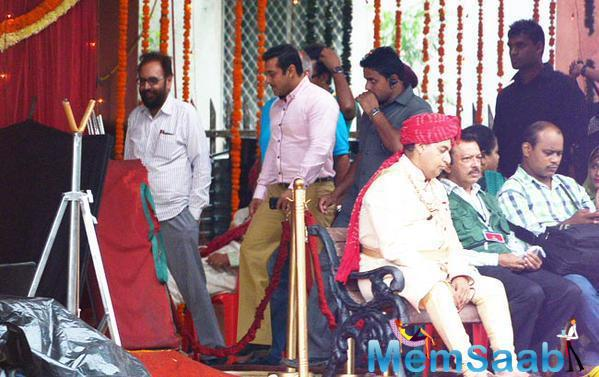Salman Khan's Pink-Shirted Mustachioed Look On Sets Of PRDP