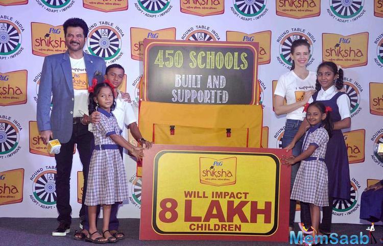 Anil Kapoor And Kalki Koechlin Posed With Kids At P&G Shiksha NGO Event