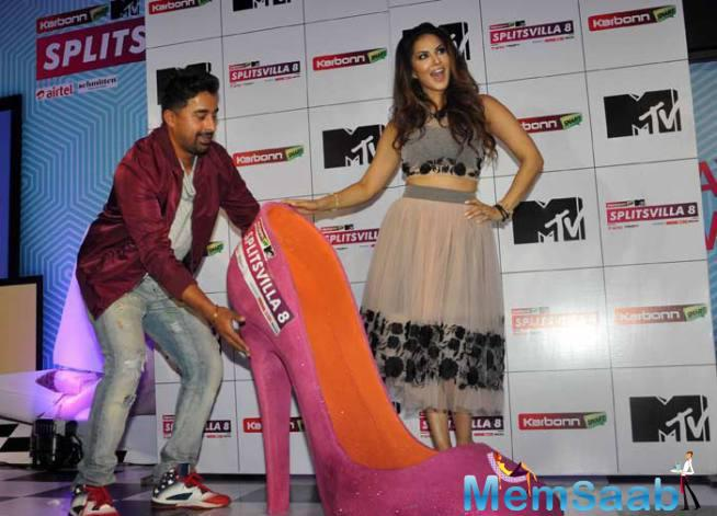 Sunny Leone With Rannvijay Indulge In Some 'Shoe'-Per Fun At The Launch Of Splitsvilla 8