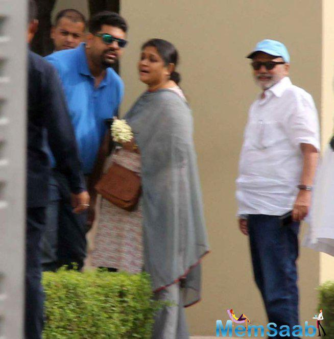 Shahid's Parents Were Seen Arriving At The Oberoi Hotel In Gurgaon For Their Son's Wedding