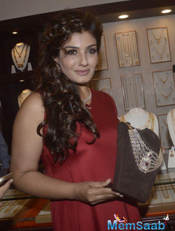 Raveena Tandon Posed With A Necklace For Camera During The Re-Launch Of PN Gadgil Website