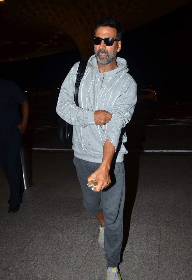 Akshay Kumar Leaves For Singh Is Bling Shoot