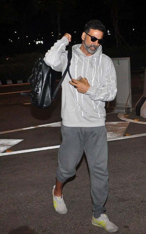 Akshay Kumar Spotted At The Mumbai Airport While He Leaves For Singh Is Bling Shooting