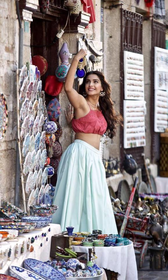 Sonam Kapoor Cool Pose From Dheere Dheere Song
