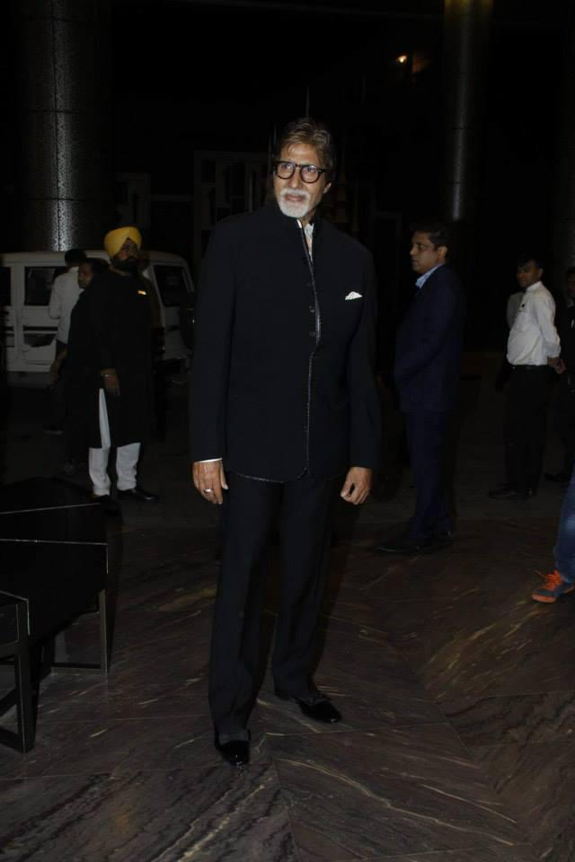 Amitabh Bachchan Pose For Camera At Shahid Kapoor And Mira Rajput Wedding Reception