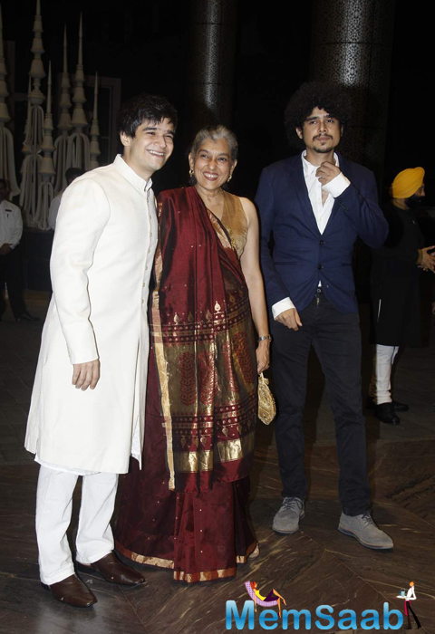 Ratna Pathak And Her Son Vivaan Shah Posed At Shahid Kapoor And Mira Rajput Wedding Reception