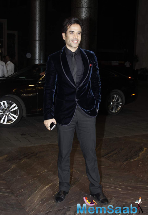 Tusshar Kapoor Stunning Look In Black Suit At Shahid Kapoor And Mira Rajput Wedding Reception